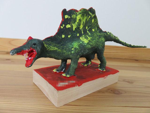 粘土で作られた恐竜スピノサウルス