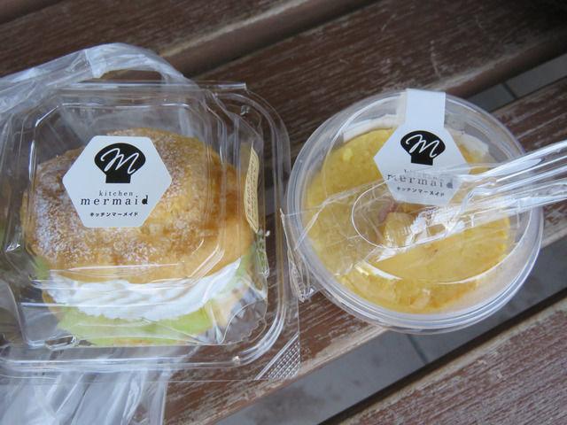 ヤ・シィパークと道の駅で買ったシュークリームと芋プリンの画像