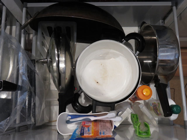 システムキッチンの引出しの収納ビフォー