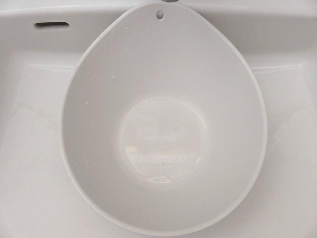 湯垢が全て落ちて綺麗になった洗面器