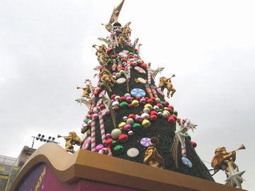 クリスマスツリーの昼間の画像