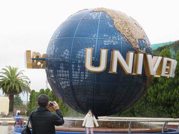 ユニバーサルスタジオ入り口の地球の画像