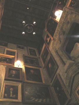 ハリーポッターエリア・ホグワーツ城の内部おしゃべりな肖像画