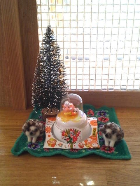小さなお正月の飾り 鏡餅とはりねずみ