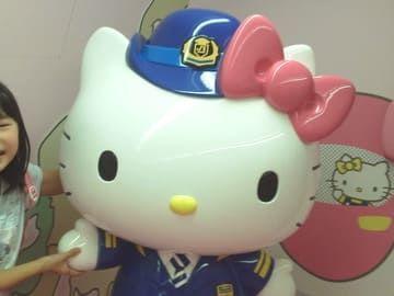 ハローキティ新幹線 Hello Kitty Shinkansen 車掌のキティちゃんの画像
