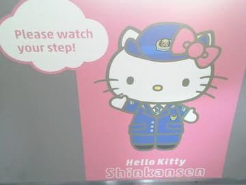 ハローキティ新幹線 Hello Kitty Shinkansen ドア内部の画像