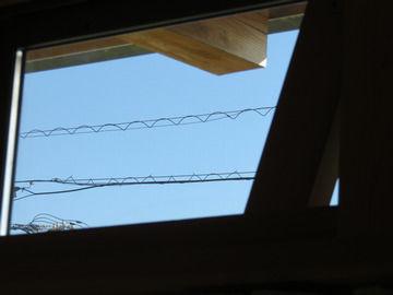窓拭きしたあとの綺麗なガラスごしの空