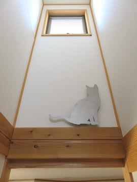 階段の明り取りの窓