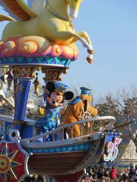 ディズニーのパレード ミッキーの台車