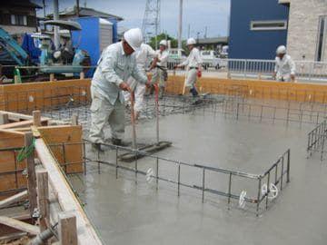 コンクリート打設作業の画像
