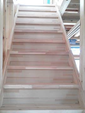 据え付けられた階段