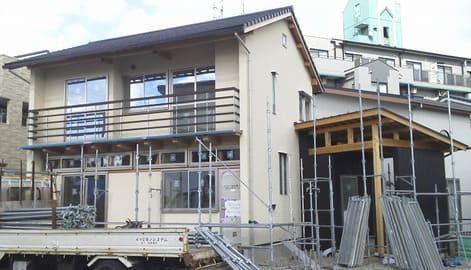 新築工事中の家