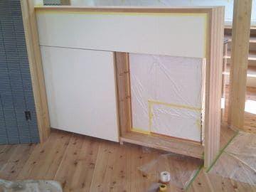 キッチン前の造作棚