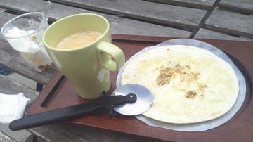 峰山ハチミツのカフェのピザ