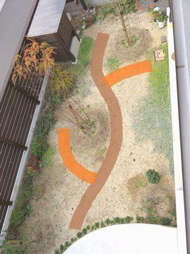 上から見た庭に線が引かれている図