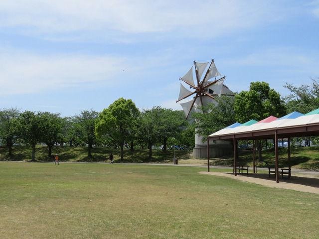 岡山サウスヴィレッジの風車がある風景
