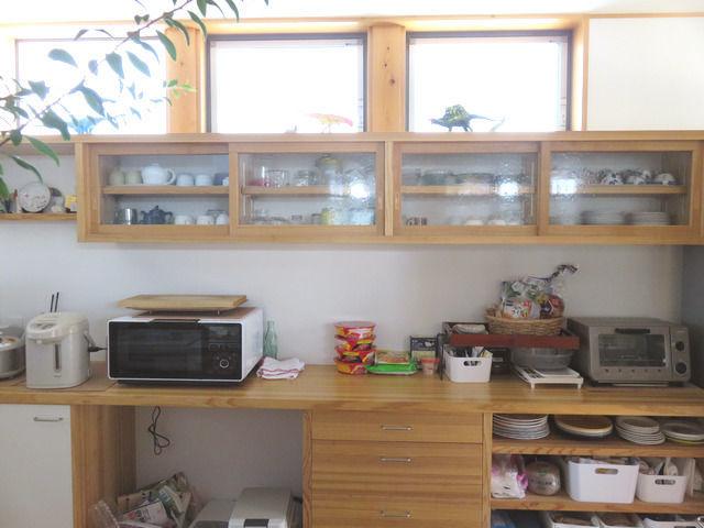 造作キッチン背面収納の全体