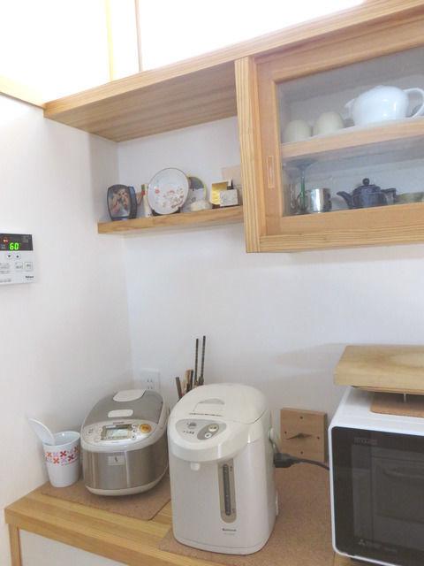 造作キッチン背面収納の飾り棚