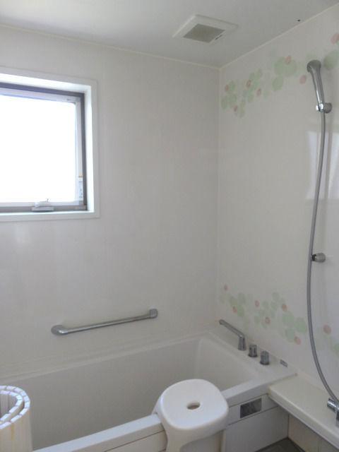 タカラ ユニットバス ミーナのお風呂の内部
