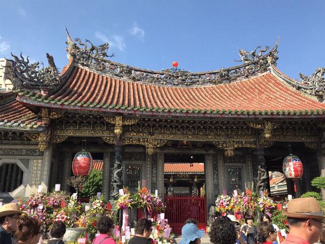台湾龍山寺の門前