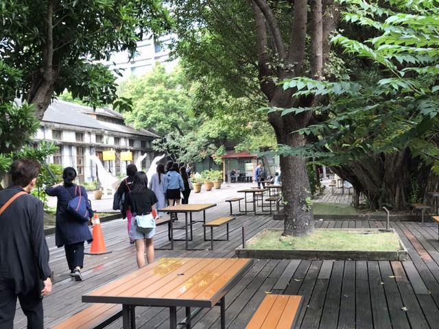 松山文創園区のカフェの入り口