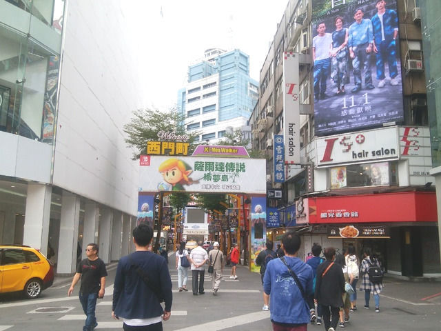 台湾 西門の様子 ゲーム広告