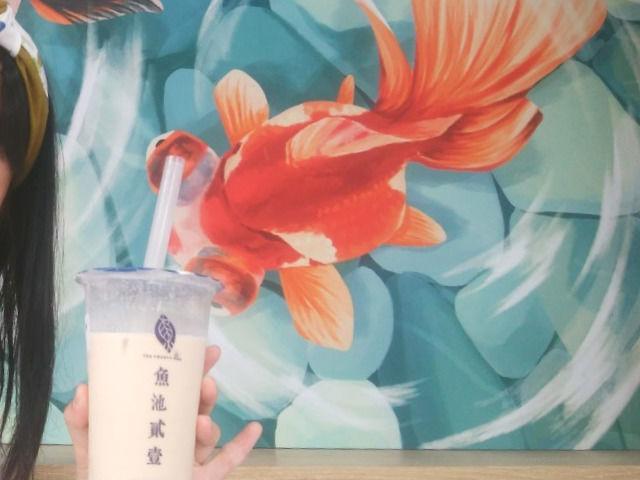 台湾 西門のタピオカ屋・魚池貳壹の金魚の絵