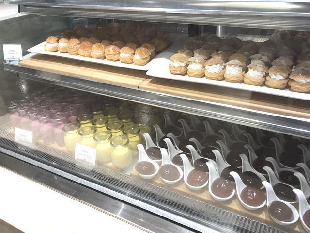 シーザーメトロ台北のカフェコーナーのケーキ