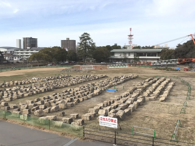 丸亀城石垣復旧作業の現場の様子
