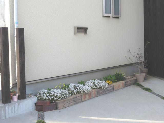 埋め込みポスト リクシル壁付け防風ポストを採用した外観