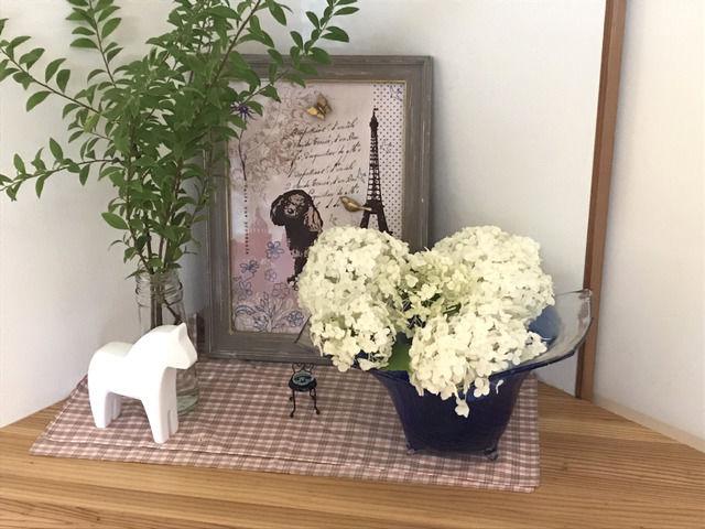 アナベルの花を飾った棚の全体