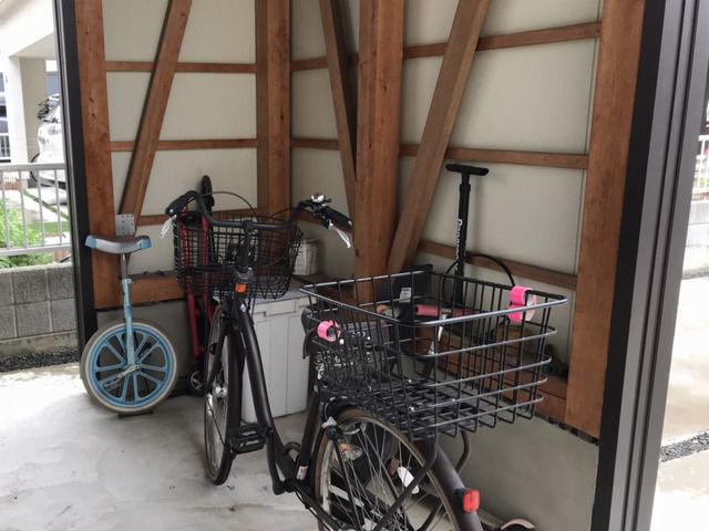 下屋の自転車置き場