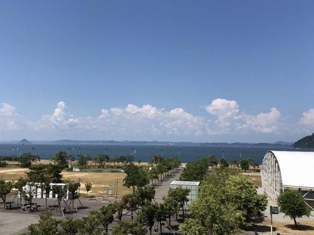 サンポート高松から眺めた瀬戸内海