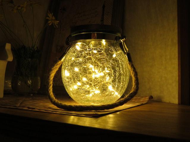LEDソーラーランタンの点灯した様子