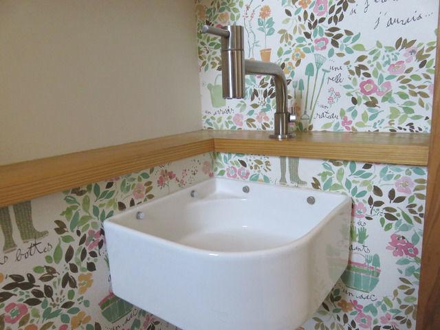 トイレの造作手洗い コルムの水栓 カクダイの手洗い器