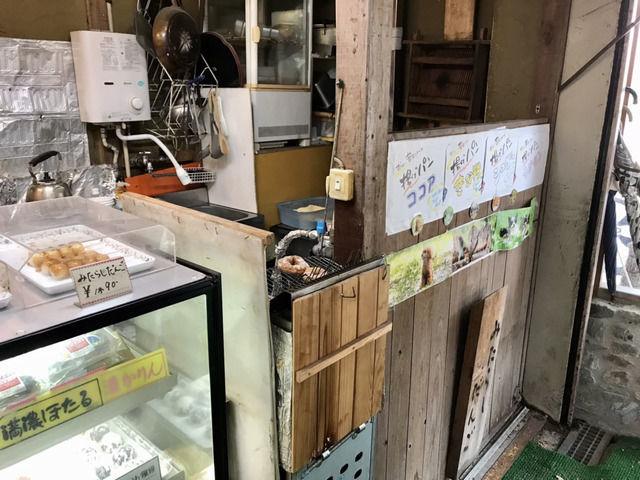 西内花月堂の揚げパン屋の店内の様子