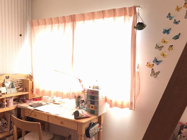 朝日で眩しい窓