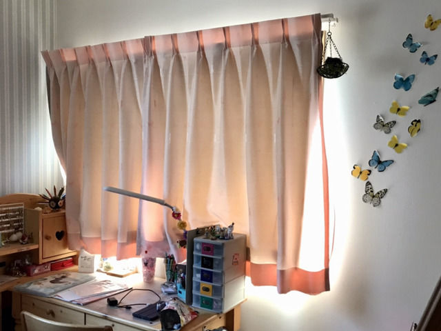 遮光ライニングを取り付けたカーテン