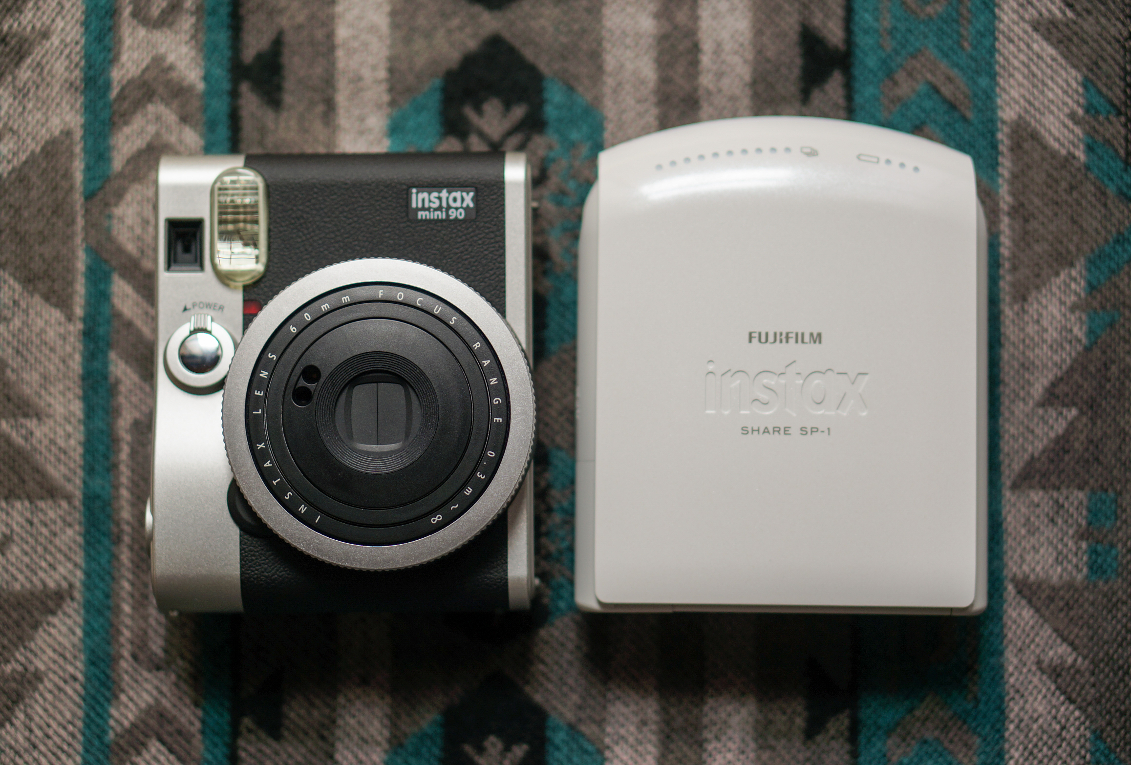 instax mini 90 と instax SHARE SP-1