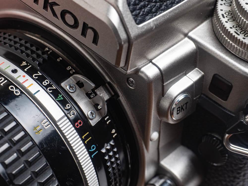 Nikon Dfの露出計連動レバーの画像