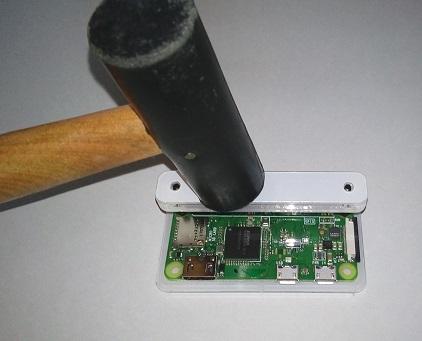 Raspberry Pi Zero WにGPIOヘッダーを打ち付ける