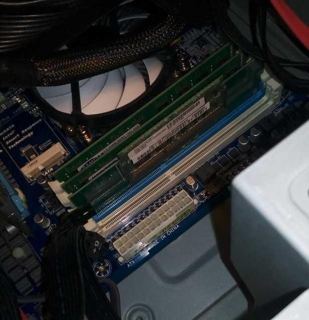 4GBのメモリをアダプターで装着