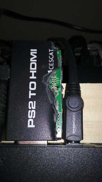 プラスチックの出っ張りを切り取ったPS2のHDMI接続コネクター