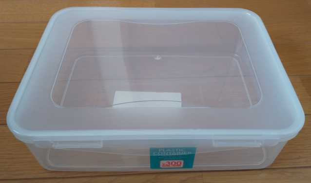 PCケースにするプラスチックコンテナ