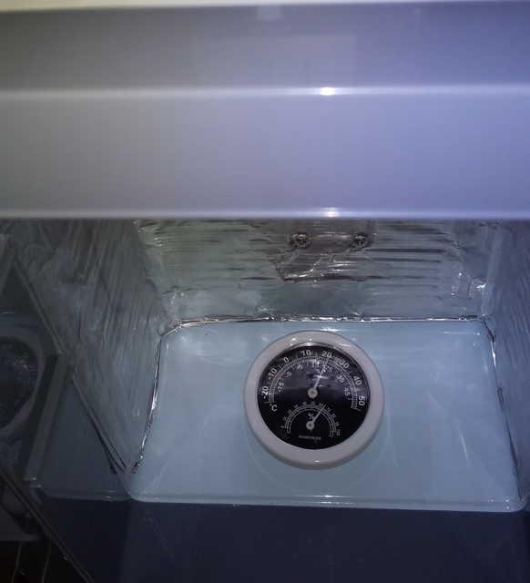 冷温庫内にアルミパネルを張り付けたところ