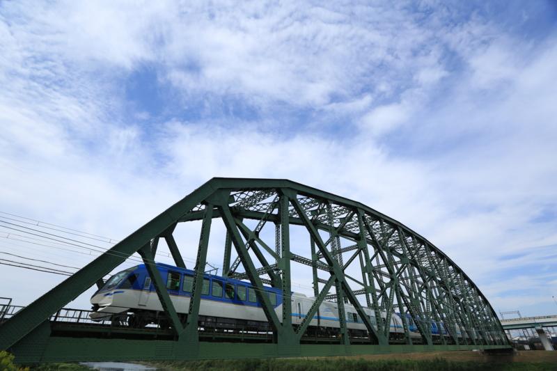 『京都新聞写真コンテスト しまかぜ観月橋を行く』