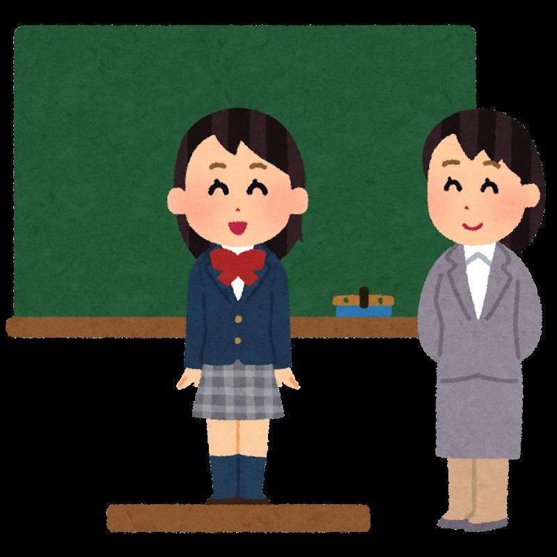 教壇の前で自己紹介する少女