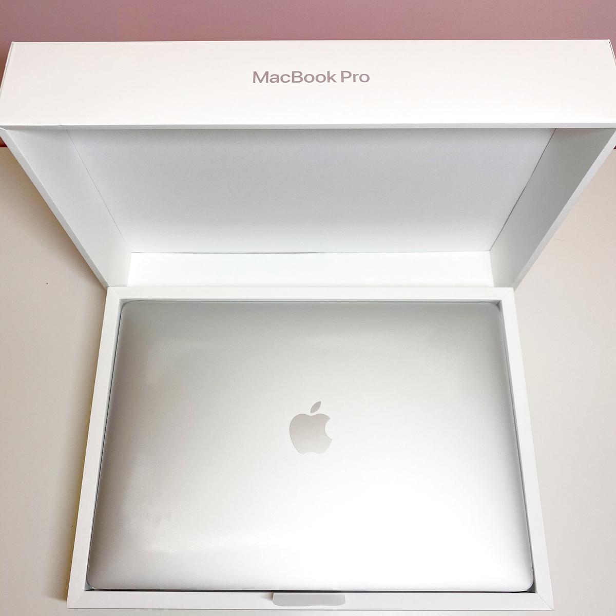 MacBook Pro (13-inch, 2020)の本体