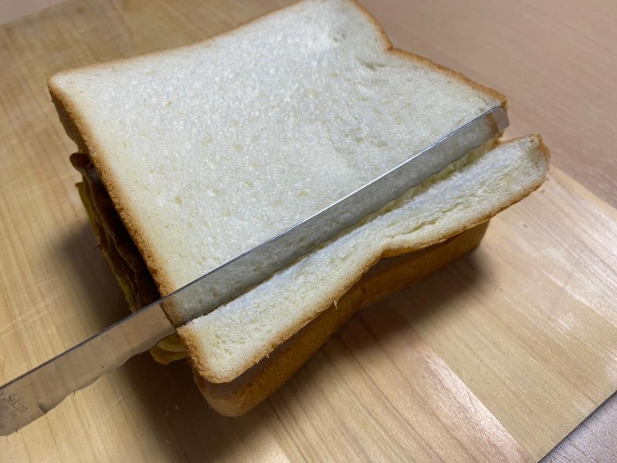 食パンをカット
