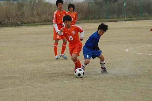 この大会が鳥居松FCとしての最後の大会となるヨシキも、右SBとして相